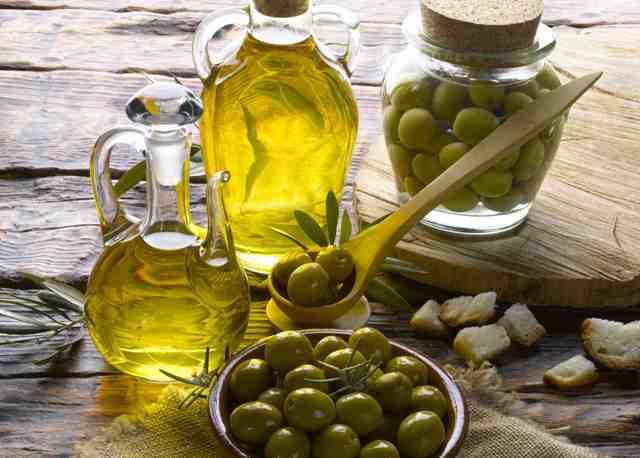 دراسة: زيت الزيتون يتفوق على الكيماوي في علاج السرطان