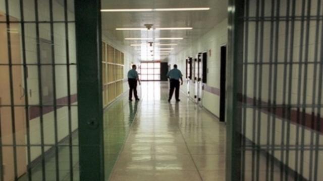 الحكم في سلا بالسجن في حق متهم مرحل من اسبانيا بشبهة الإشادة بأفعال تكون جريمة إرهابية