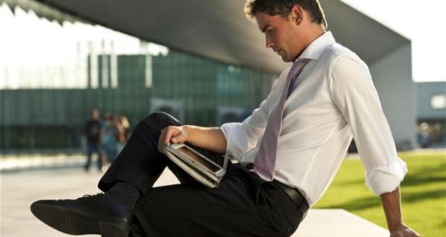 4 أسباب صحية لتجنب وضع الساق على الأخرى