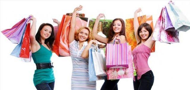 دراسة بريطانية: 90% من النساء مهووسات بالتسوق