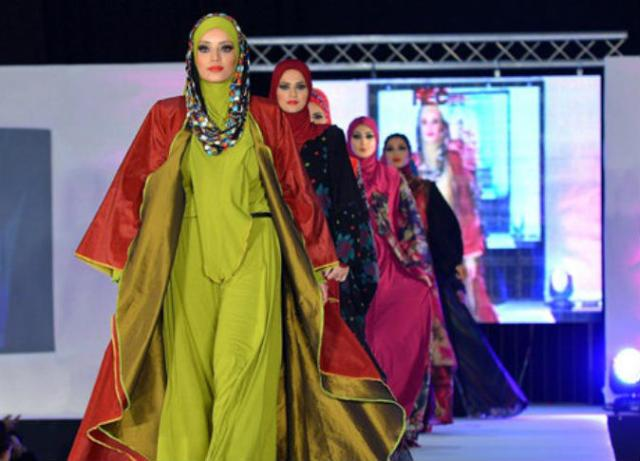 إسبانيا تنظم أول عرض أزياء للمصممات المسلمات