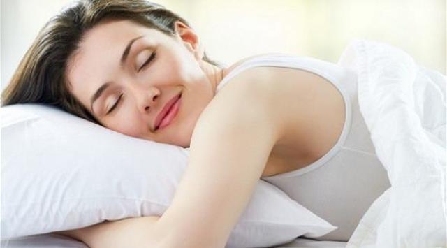 النوم الصحي مفتاح جمال بشرتك