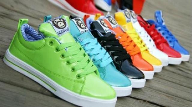 الألوان الصارخة تزين الأحذية الرياضية