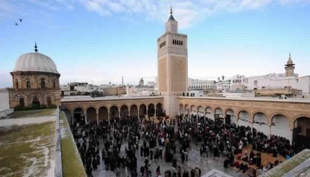 وزارة الشؤون الدينية بتونس تدعو خطباء الجمعة إلى نشر قيم التسامح، والمشاركة في مسيرة التضامن