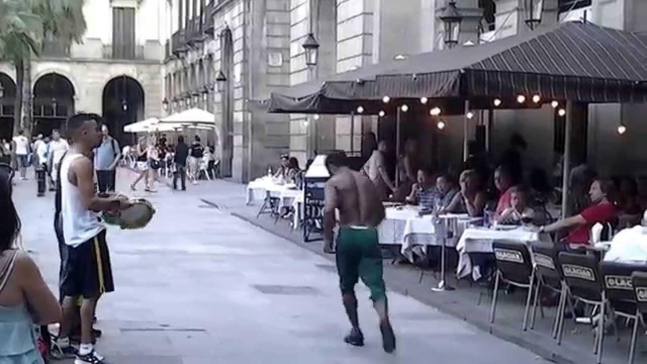 مغاربة يبدعون في برشلونة