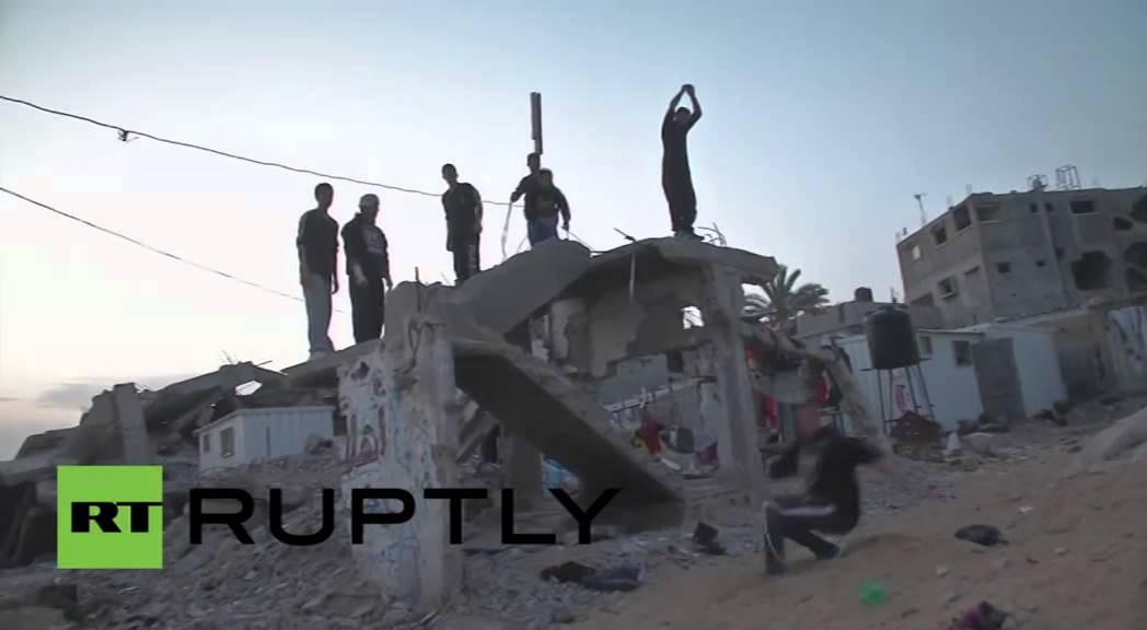 شبان غزة يمارسون
