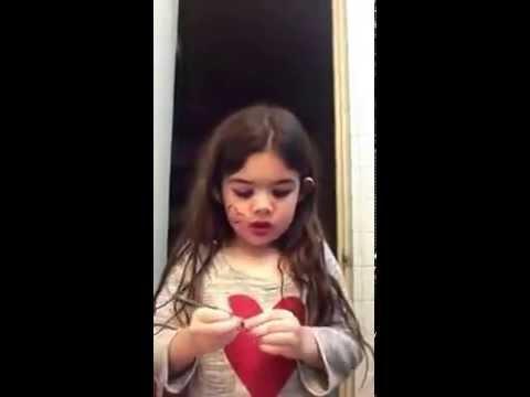 بالفيديو: تعلمي المكياج على يد أصغر خبيرة تجميل في العالم