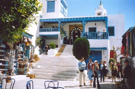 تونس تعول على جارتها الجزائر لزيادة عدد سياحها