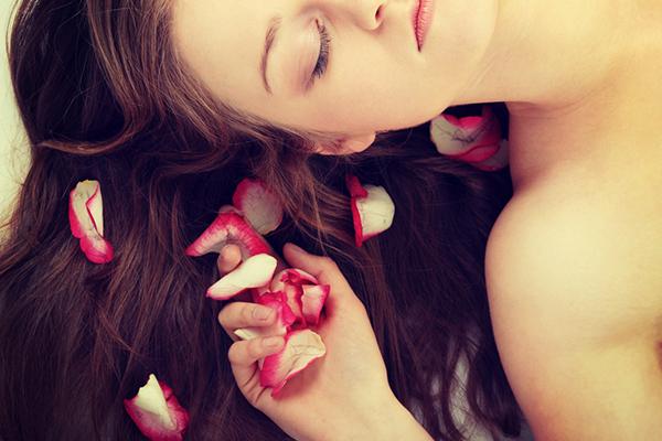 خلطة ماء الورد لشعر طويل في وقت قصير