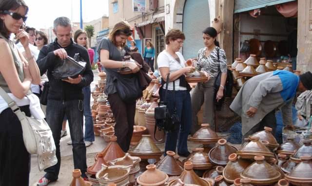 التوقيع في باريس على اتفاقية شراكة لتعزيز وجهة المغرب السياحية
