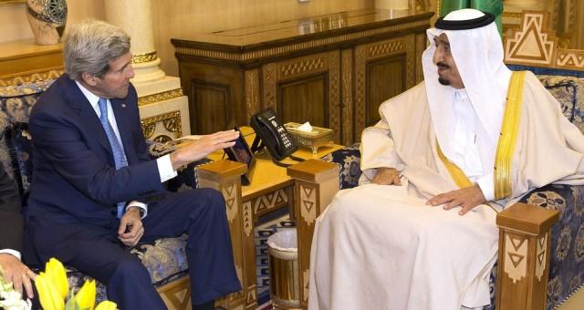 جون كيري يلتقي بالعاهل السعودي