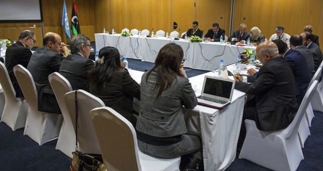 تشكيلة المنتخب في لقاء الأوروغواي تثير الجدل