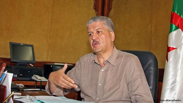 الوزير الأول الجزائري يعلن الحرب على المستوردين