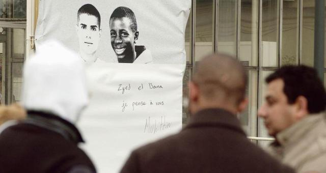 فرنسا: محاكمة شرطيين بعد 10 سنوات على مقتل شابين من الضواحي