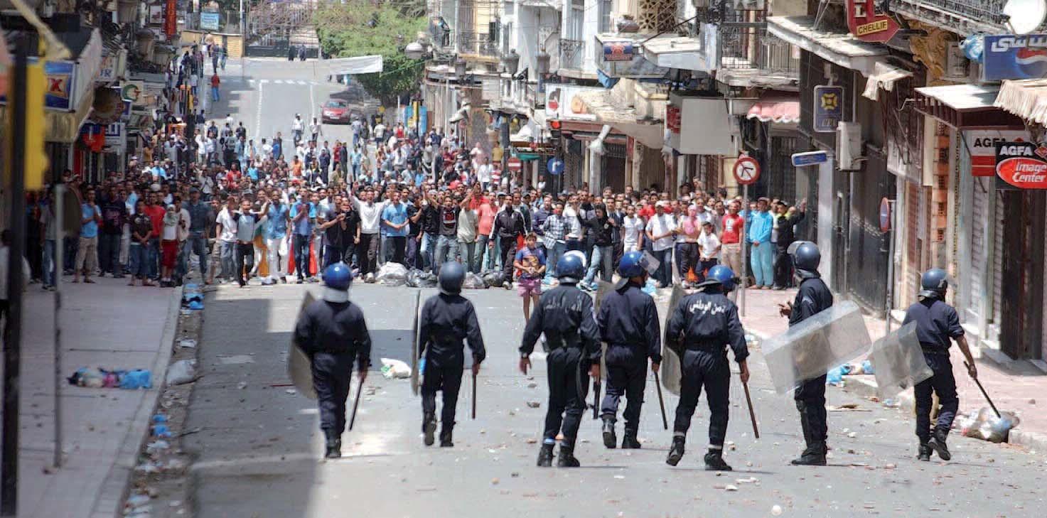 مواجهات بين قوات الأمن وسكان مزرعة بن فضة في العاصمة