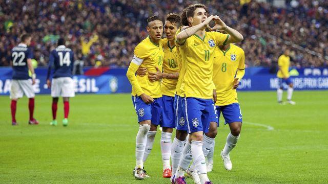 منتخب البرازيل يسحق فرنسا بثلاثية تاريخية