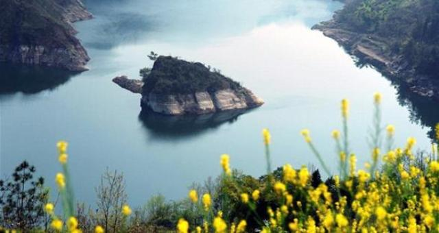 بالصور.. جزيرة تظهر في فصل الربيع فقط