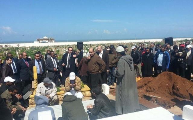 دفن جثمان أرملة الشيخ عبد السلام ياسين إلى جوار قبره بعد مواجهة مع سلطات الرباط