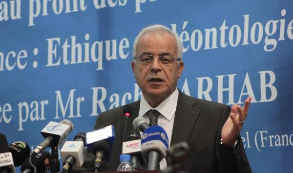 الجزائر تفتح نقاشا حول قانون لضبط الإشهارات التجارية