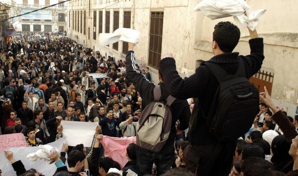 الجزائر..التلاميذ يدخلون على خط الصراع بين وزارة التربية والنقابات