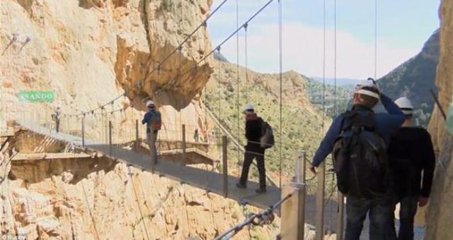 بالفيديو.. تعرف على أخطر ممر جبلي في العالم