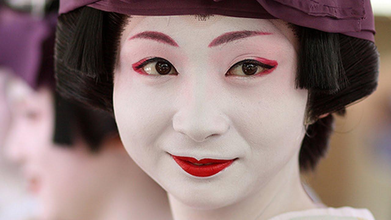 10 من أغرب علامات جمال المرأة حول العالم