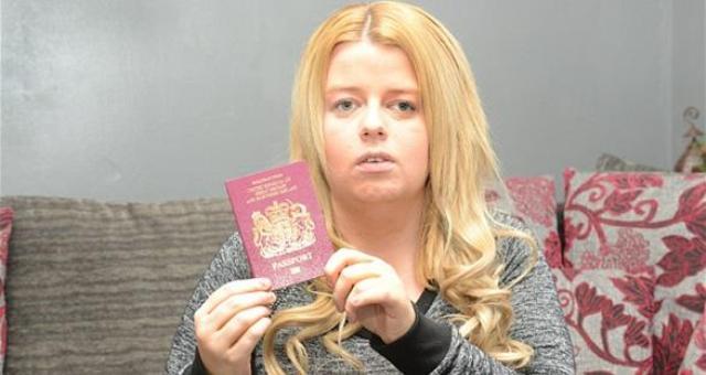 كفيفة تفشل في استخراج جواز سفر بسبب عينيها