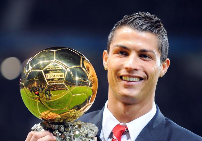 رونالدو  يتصدر قائمة اللاعبين الأثرياء في كرة القدم