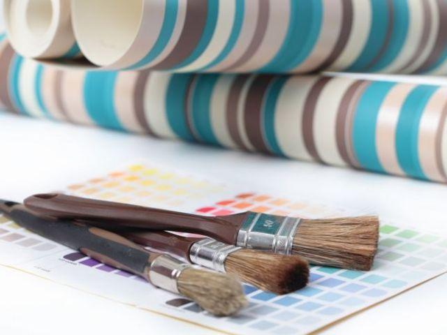 كيف تختارين بين الطلاء وورق الجدران لغرف منزلك
