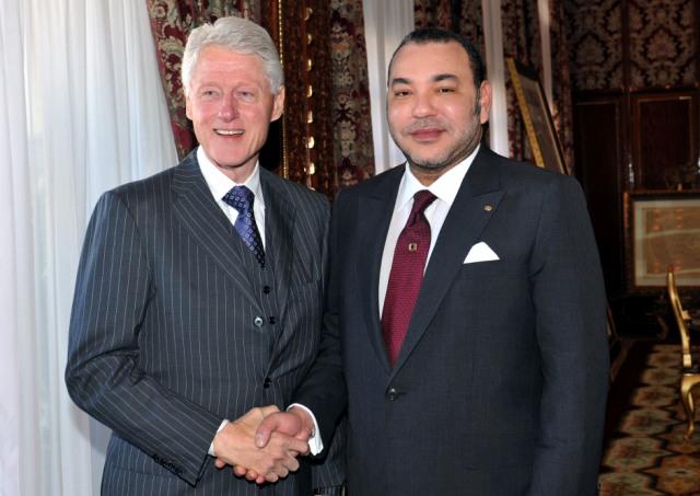 كلينتون: العاهل المغربي يقود بلدا نموذجا في التسامح الديني والقبول بالآخر والتعايش