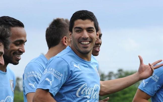 مدرب الأوروغواي يؤكد غياب سواريز عن ودية المغرب