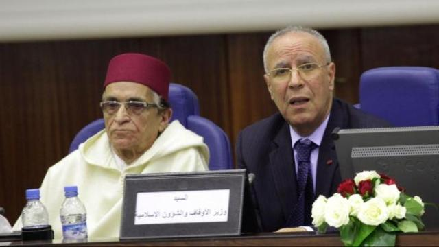 وزير الأوقاف يدخل على خط جدل حوانيت