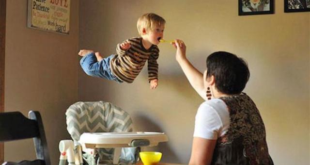 أب يحول ابنه المريض إلى طائر