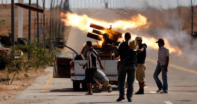 مصرع ستة جنود ليبيين وعشرات المسلحين في معارك بمدينة بنغازي