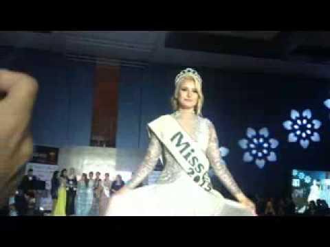 بالفيديو..لحظة تنصيب ملكة جمال