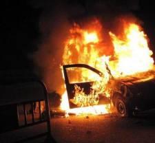 مواطنون يحرقون أكثر من 100 سيارة بحظيرة السيارات التابعة للجمارك بالجزائر