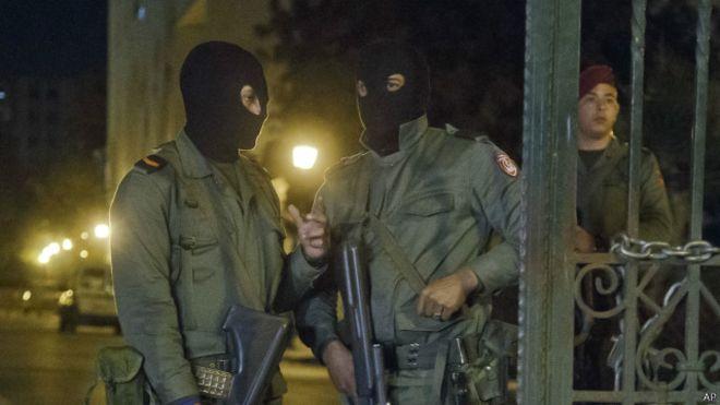 مقتل 4 جنود تونسيين في هجوم مسلح قرب الحدود مع الجزائر