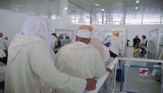 قرابة 2500 جزائري بينهم معتمرون محتجزون بالسعودية