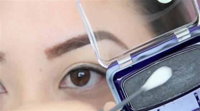 10 استخدامات جمالية غير مألوفة لأعواد تنظيف الأذنين