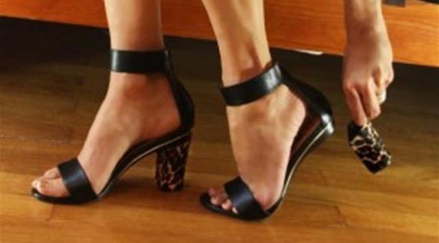 بالصور: حذاء يتغير كعبه حسب مزاجك