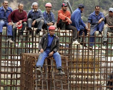 مليونا عامل يستعبدون بأجور تقل عن 185دولار