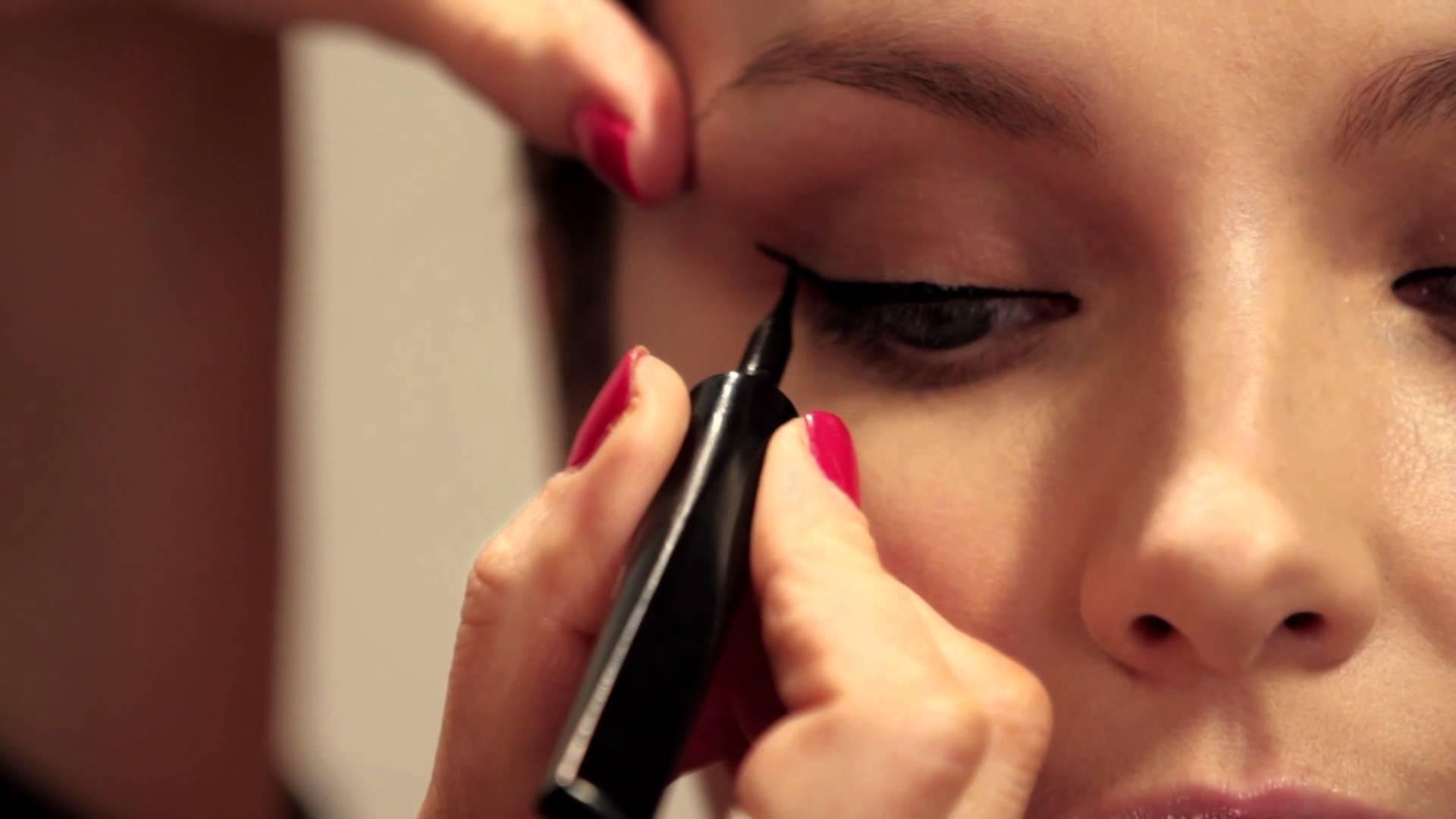 فيديو تعليمي: مكياج العيون الجرافيكي