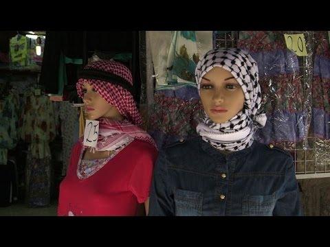 الكوفية الفلسطينية محلية الصنع تقاوم الغزو الصيني