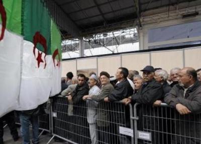 الجالية  الجزائرية تندد بتجاوزات مسؤولين في سفاراتها بالخارج