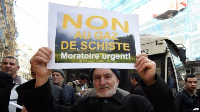 الجزائر..محتجوا عين صالح يعلنون العصيان المدني