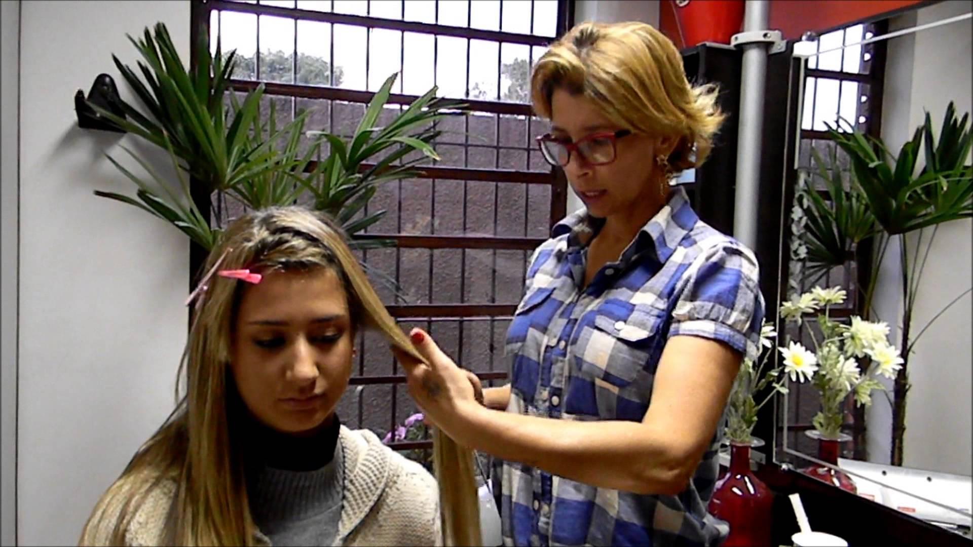 فيديو صادم: احرقي شعرك بالشمعة لتقويته!