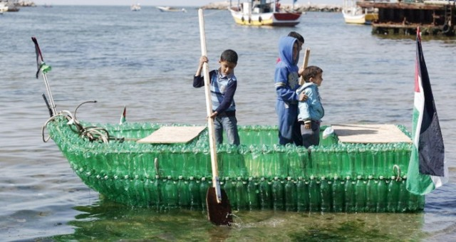 GhadiNews - Boat industry of plastic bottles in Gaza