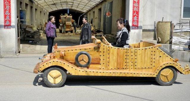 نجار يستوحي سيارة خشبية من مسلسل كرتوني