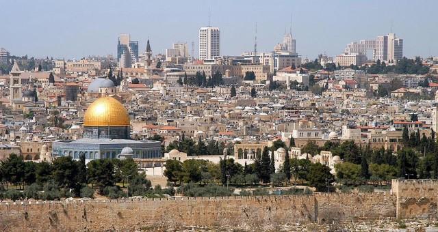 القدس وعلماء الغرب الإسلامي عشية الاحتلال الصليبي وفي أثناء التحرير