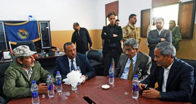 حكومة الثني تطلب دعم موسكو لتعزيز قدراتها العسكرية